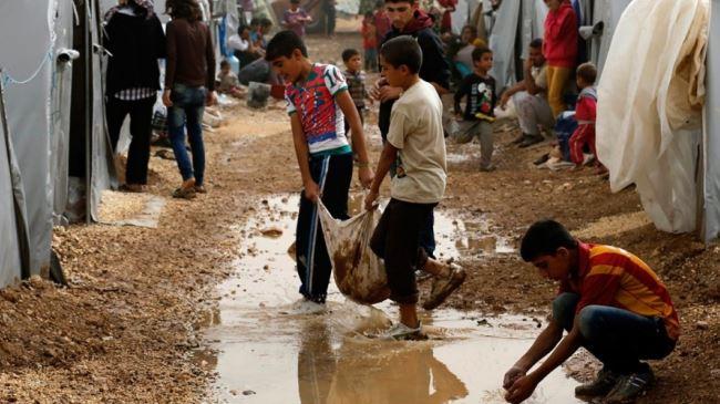 384703_Kurdish-refugees-Kobani