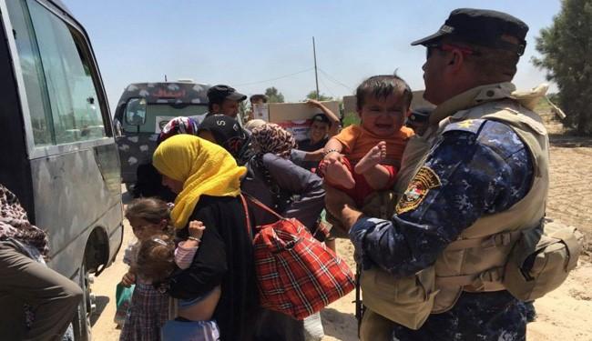 VIDEO: Iraqi Women, Children Flee from Daesh Militants Fighting in Fallujah