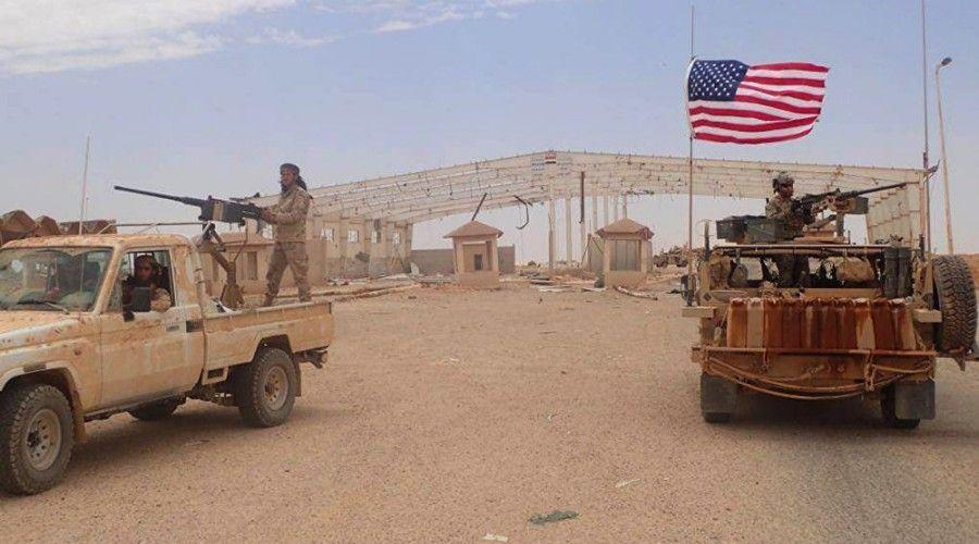 US-Humvee-with-rebel-pickup-truck-at-Al-Tanf-border-crossing